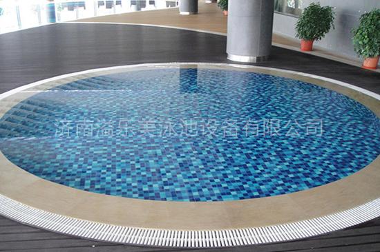 温泉水疗池